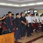 menyanyikan lagi indonesia raya