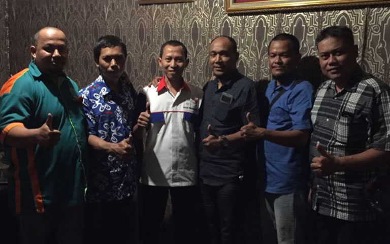 Dari Kiri ke kanan : H. Fahmi Hasan Suaid, S.H ( Biro Hukum ), Mochammad Riduan ( Waketum ), H. Moch Zainul Arifin ( Ketum), Pri Nurhartono ( Sekum ), Puji Priyanto ( Sekbid Usaha ), Suyanto ( Bendum )